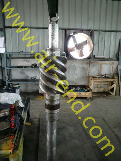 该制冷螺杆主机结构与空气压缩机用螺杆主机相似,压缩介质有差别.